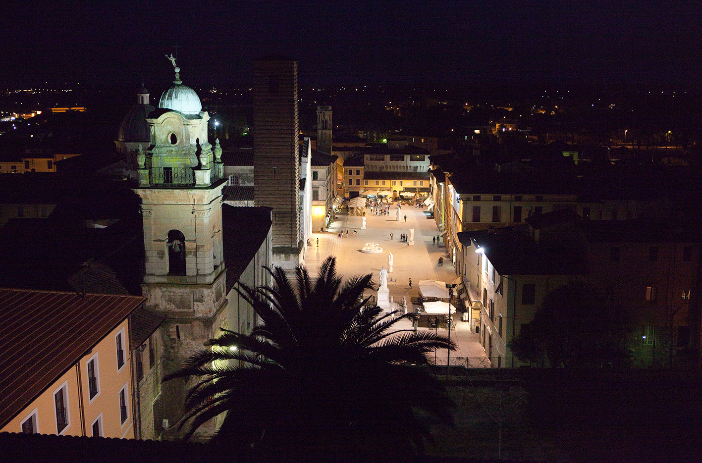 pietrasanta-by-night